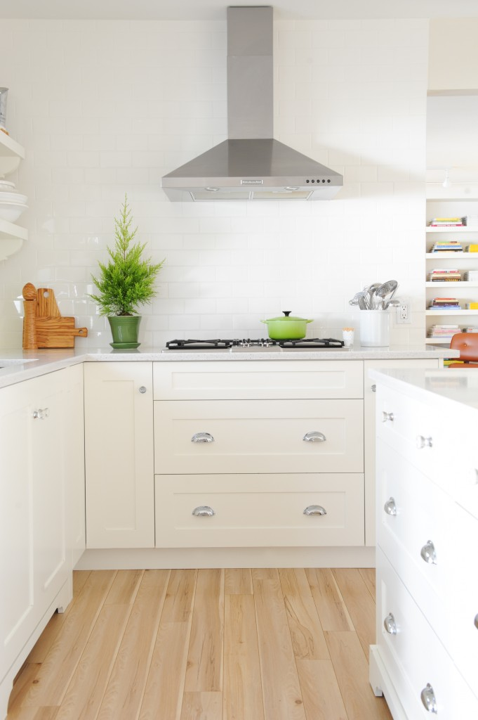 Maria Killam's White Kitchen