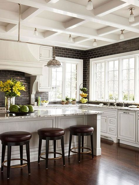 Do's & Don'ts for Decorating with Black Tile
