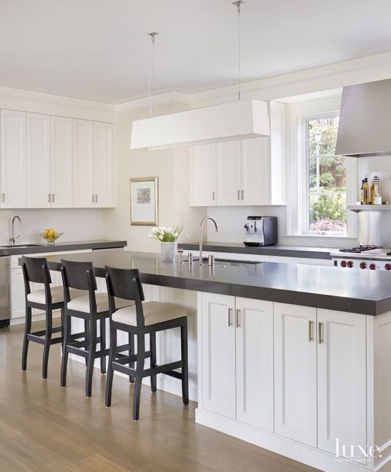 White Kitchen Cabinets And Countertops: Two Classic White Kitchens To Copy