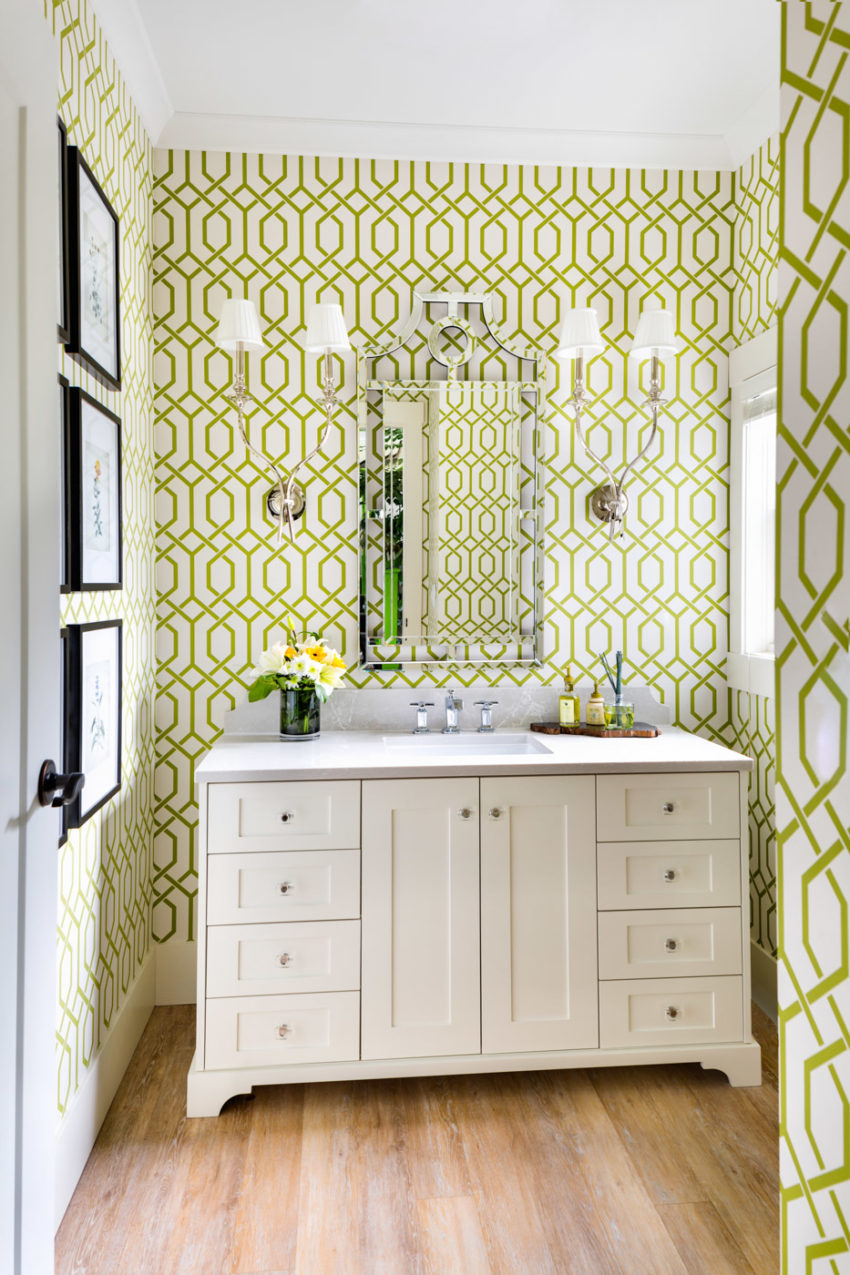 Wallpaper | White bathroom | Bathroom lighting | Bathroom wall sconces | Bathroom wall art | Black and white bathroom | Decorating with green | Bathroom wallpaper