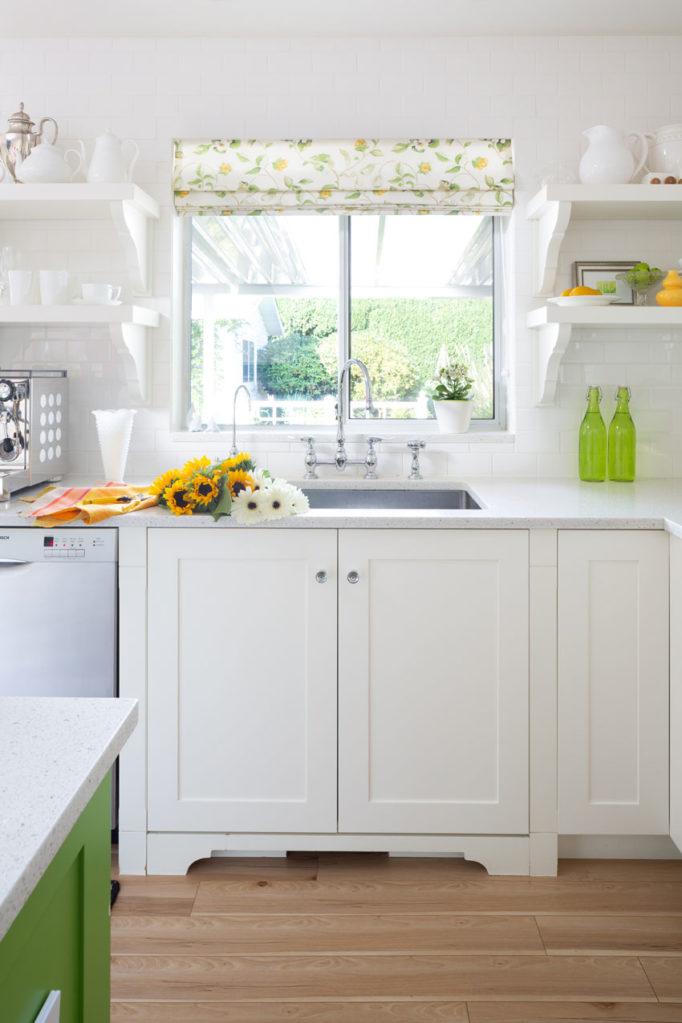 Classic White Kitchen | Decorating with Colour | Kitchen Island Design | Kitchen Sink