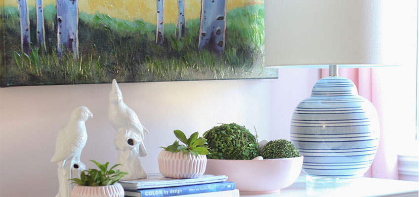 Decorating with Pink | Tabletop Vignette Ideas | Decorating with Pink & Blue